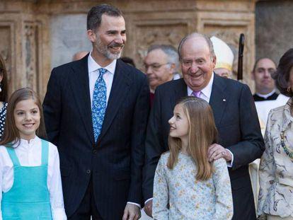 Felipe VI, con su padre y sus hijas