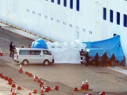 El crucero 'Diamond Princess', en el puerto en Yokohama este jueves.