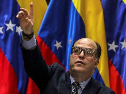 El presidente de la Asamblea Nacional de Venezuela desmantelada por la Constituyente, Julio Borges.