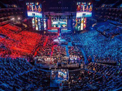 En 2015, los eSports generaron 545 millones de euros. En la imagen, el Staples Center angelino durante la final de 'League of Legends'.