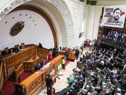 La Asamblea Nacional este martes, en Caracas. En vídeo, La llegada de ayuda humanitaria pone a prueba a los militares venezolanos.