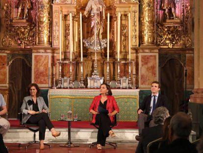 Desde la izquierda, Rafa Mayoral, Carmen Calvo, Pepa Bueno, Pablo Casado y Albert Rivera, durante el acto.