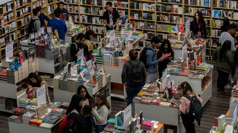 Aspecto de general de los visitantes a la feria internacional del libro de la ciudad de Guadalajara el d'a 05 de diciembre de 2019. Miles de personas han visitado la filarm—nica de Guadalajara que llego a su sexto d'a de actividades.
