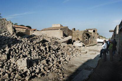 Ruinas de la Casa de los Gladiadores de Pompeya tras su hundimiento el pasado sábado.