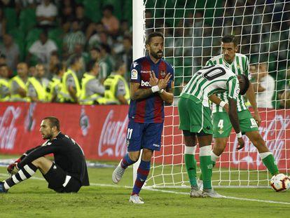Morales celebra su golazo al Betis, el segundo del Levante.