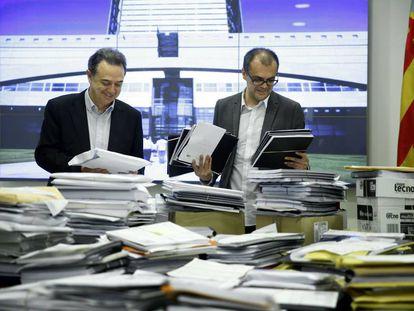 Vidal y Clemente ante los proyectos de programación presentados.
