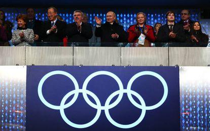 Putin, en el centro, durante la ceremonia inaugural de los Juegos de Sochi, en 2014.