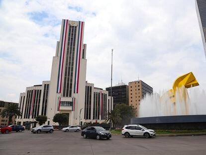 El edificio de la Lotería Nacional, durante el Día de la Independencia de 2020, en Ciudad de México.