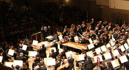 Josep Pons dirige a la Orquesta Nacional de España, ayer durante su actuación en el Auditorio Nacional