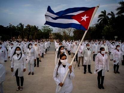 Una ceremonia para despedir a una brigada médica de Cuba, en abril.