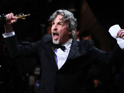 Peter Farrelly, con el Oscar a mejor guion original en la mano.
