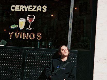 El músico Sen Senra. en el Café Pavón, al que le gusta ir.