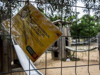 Espacio infantil de Sant Martí, cerrado por la presencia de contaminantes.