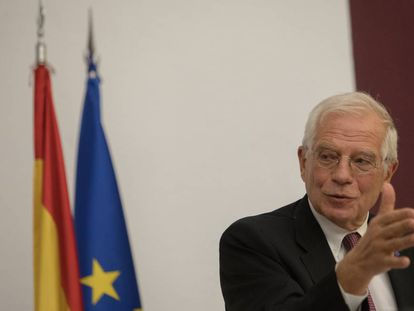 Borrell interviene en la presentación del libro.