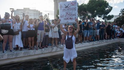 Manifestación contra el uso de mascarillas en la Plaza de Colón.