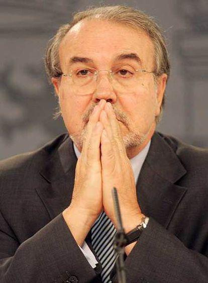 El ministro de Economía, Pedro Solbes, durante una rueda de prensa.