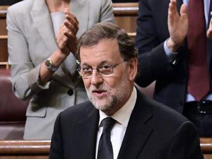 El candidato del PP sale elegido con la abstención de 68 de los 85 diputados socialistas