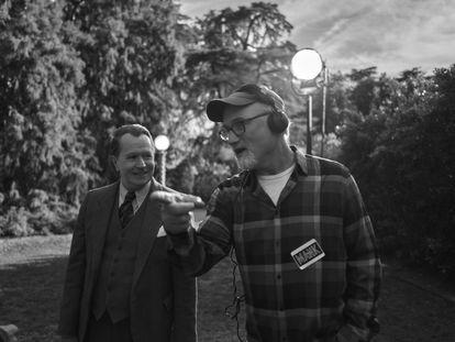 Gary Oldman y David Fincher en el rodaje de 'Mank'.