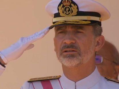 El momento en el que el Rey ha negado con la cabeza durante el izado de bandera.