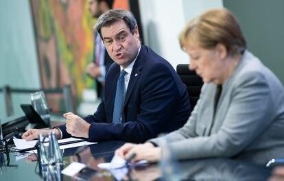 Markus Söder y Angela Merkel, durante una comparecencia conjunta, el 15 de abril.