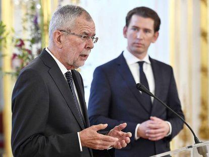 El presidente austriaco Van der Bellen (izquierda) y el canciller Kurz, en rueda de prensa en Viena.