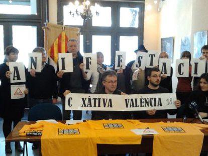 Miembros de la Assemblea per les Llibertats i contra la Repressió en el anuncio de la querella