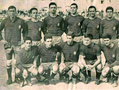 Alineación de España en el partido ante Egipto en los Juegos Mediterráneos de 1963, torneo previo a los Juegos de 1964: arriba, Rodri, Meltzer, Elorriaga, Domenech; Bosch, Echarri; abajo: León, Grosso, Velázquez, Uriarte y Vidal.