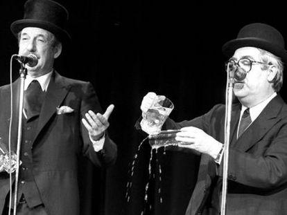 Tip y Coll explican cómo llenar un vaso de agua en uno de sus más famosos números