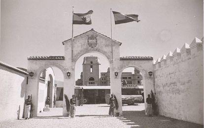 Representación de un poblado de Guinea en Valencia, en 1942.