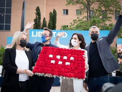 Toni Cantó e Isabel Díaz Ayuso, durante un acto electoral el pasado jueves en Madrid.