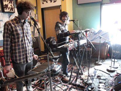 El Guincho durante una actuación en directo en los estudios de la emisora independiente WFMU en Nueva Jersey (Estados Unidos).
