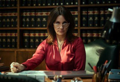Nancy Dupláa como la fiscal Roberta Candia.