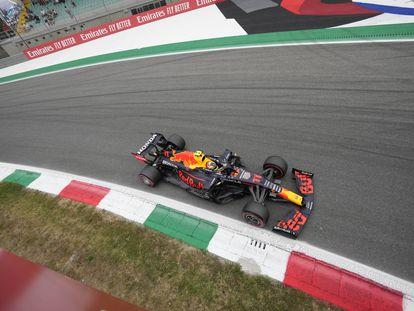 Checo Pérez durante el Gran Premio de Italia.