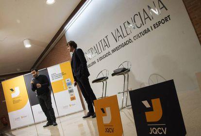 Marzà (izquierda) y Trenzano en la presentación de la nueva estructura de títulos de valenciano.