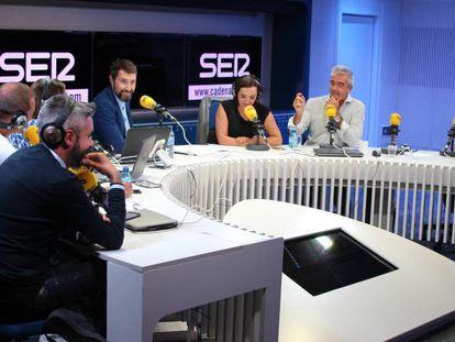 Dani Garrido, Manu Carreño, Angels Barceló, Toni Garrido, Pepa Bueno, Carles Francino y Javier del Pino, en la presentación de la nueva temporada.