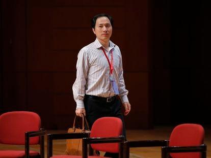 El científico chino He Jiankui, responsable del primer nacimiento de bebés modificados genéticamente, en un congreso en Hong Kong en 2018.