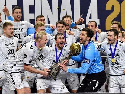 Los jugadores del Kiel celebran el título de la Champions, tras derrotar al Barça.