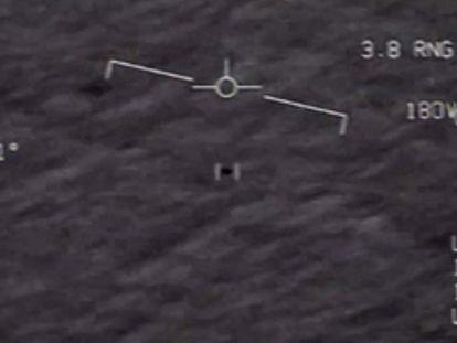 Imagen de un fenómeno aéreo no identificado captado el 28 de abril de 2020 y desclasificado por el Departamento de Defensa.