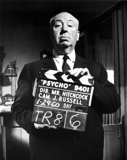 En 1960, Hitchcock, cineasta siniestro donde los haya, decidió rodar 'Psicosis' en blanco y negro. Además de reducir costes, consiguió también contener el impacto de la sangre. El resultado fue una obra maestra que lo encumbraría a la cima del cine de terror y suspense.