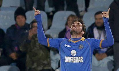 Pedro León celebra el tanto de la victoria.