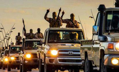 Milicianos del ISIS en la ciudad libia de Sirte, en febrero de 2015.