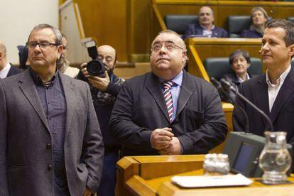 Desde la izquierda, Goioaga, Tontxu Rodríguez y Bildarratz, aceptan el nombramiento como senadores autonómicos.