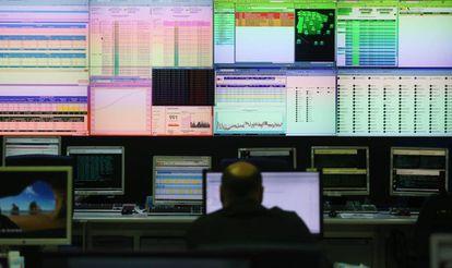 Pantallas de datos del centro de control de la Agencia Tributaria, en diciembre de 2017.