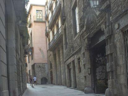 Fachada del Palau de Gualbes, en la calle Regomir, donde se han localizado nuevos fragmentos de las termas femeninas de mar.