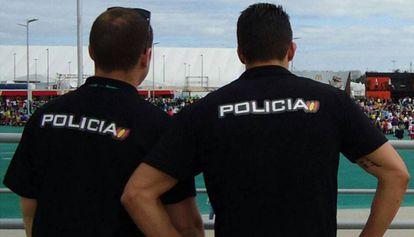 Dos agentes de la Policía en una foto de archivo.
