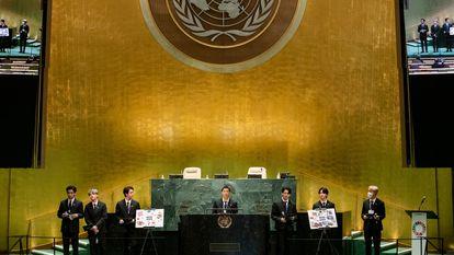 El grupo de K-pop BTS, representante especial de Corea del Sur, en un acto sobre los Objetivos de Desarrollo del Milenio, este lunes en la ONU en Nueva York.
