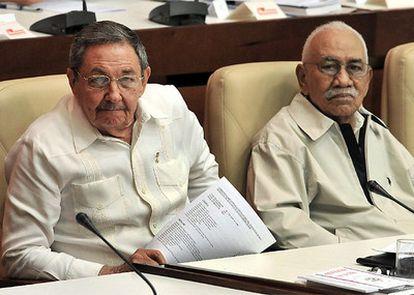 Raúl Castro y Juan Almeida Bosque en una imagen de 2008
