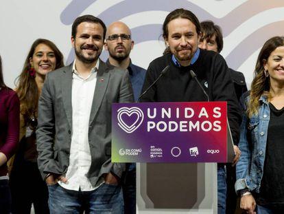 """Miembros de Unidas Podemos, durante una rueda de prensa tras conocer los resultados de las elecciones generales. En vídeo, Iglesias ve como """"imprescindible"""" entrar en el Gobierno con Sánchez."""