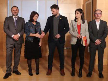 La socialista Adriana Lastra lideró la doble negociación del PSOE con Unidas Podemos y ERC