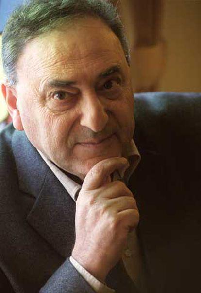 Juan José Saer retratado en Madrid en 2002.